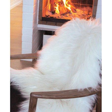 Ihanan lämmin ja pehmeä lampaantalja on erittäin monikäyttöinen tuote. Se sopii sekä lämmikkeeksi ja pehmikkeesi tai upeaksi sis