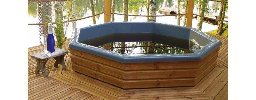 Hankkimalla kylpytynnyrin terassille säästät hieman, ulkoverhoilun summan ja saat rakentaa itse terassiin sopivanksi.