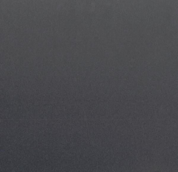 Tumman harmaa